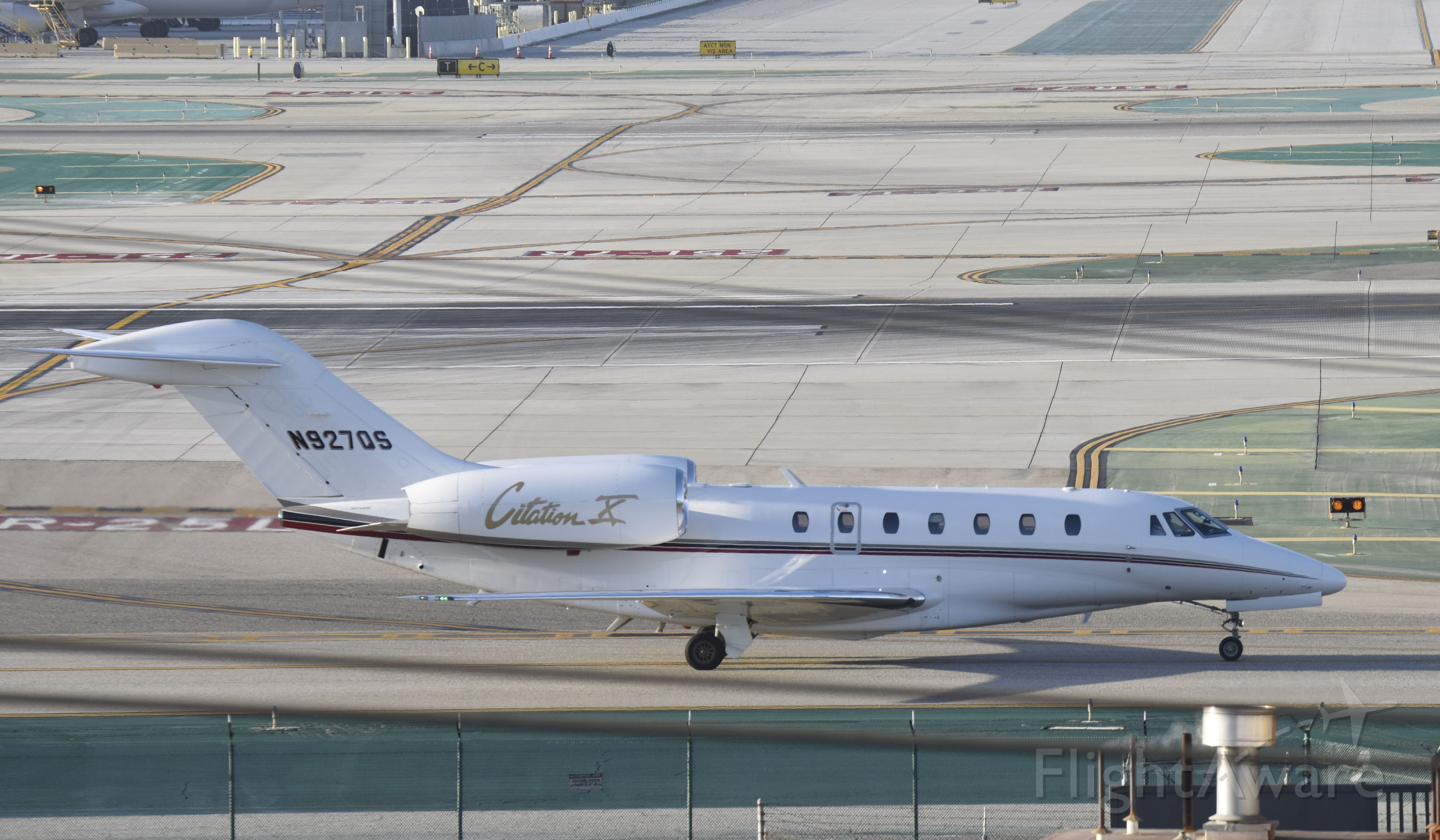 Cessna Citation X (N927QS) - Taxiing to parking at LAX