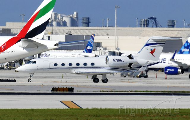 N721MJ — - Taxiing with reversers deployed.