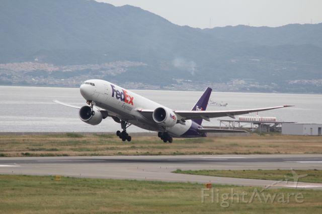 Boeing 777 (N868FD)