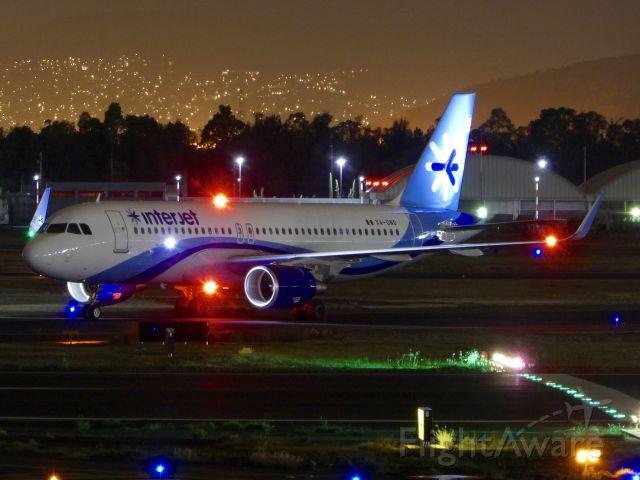 Airbus A320 (XA-UNO)