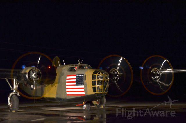 Consolidated B-24 Liberator (N24927) - Night Full Run-up