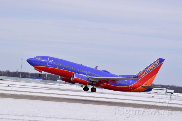 Boeing 737-700 (N274WN) - Departing KGRR
