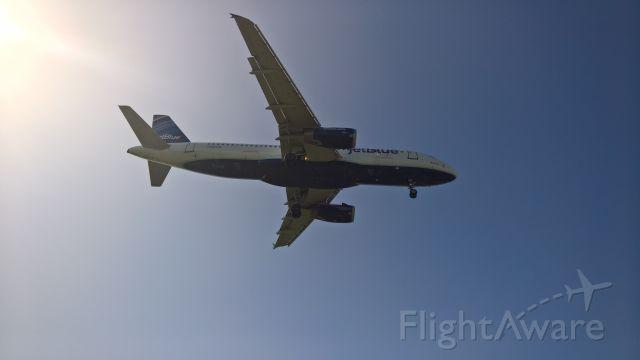 Airbus A320 (N583JB) - Bluesville