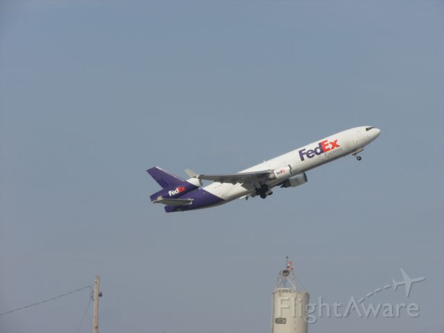 Boeing MD-11 (N583FE) - That steep takeoff with that Md-11 from Memphis.During the sunday rush!!