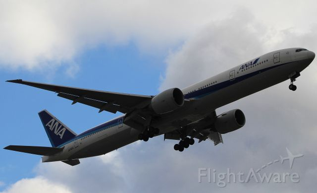 BOEING 777-300 (JA782A)