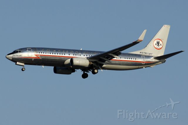 Boeing 737-800 (N951AA) - American