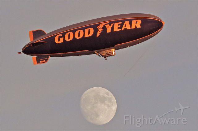 Unknown/Generic Airship (N10A) - Moon shot 11/4/14 at LAX
