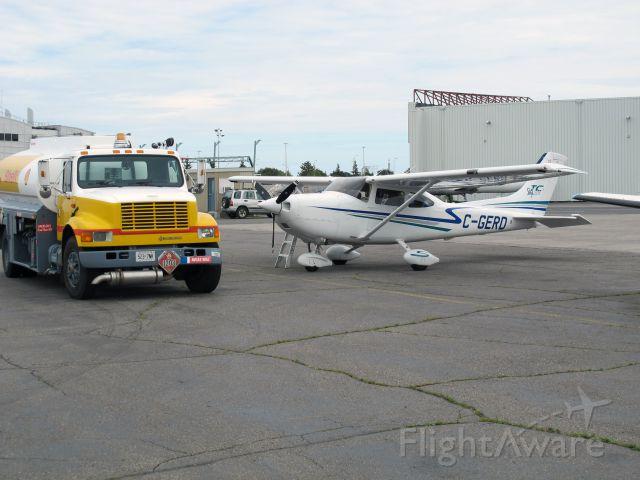 Cessna Skylane (C-GERD) - Fuel stop on the way from Saskatoon to Toronto.