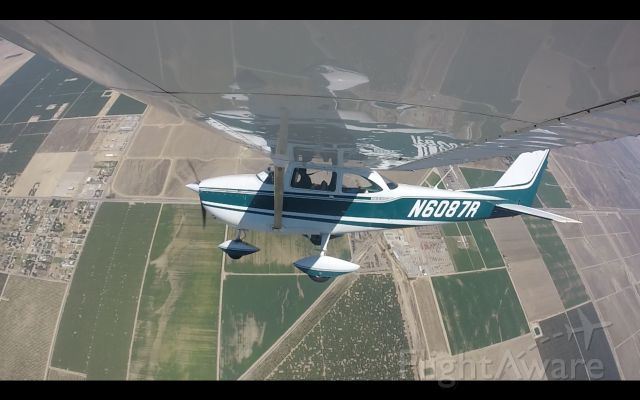 Cessna Skyhawk (N6087R) - Steep Turns out in the southwest Bakersfield practice area