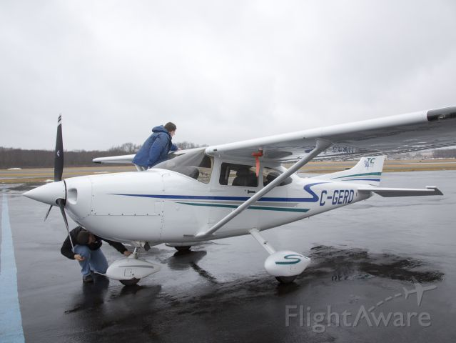 STODDARD-HAMILTON Glasair (C-GERD) - Checking for full fuel before an IFR flight to Canada.