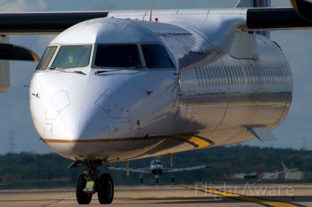 de Havilland Dash 8-400 (N202WQ)