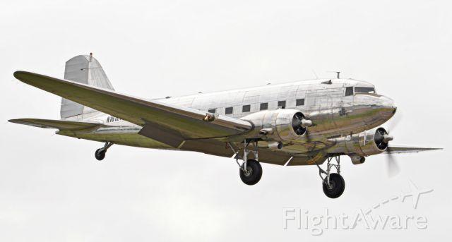 Douglas DC-3 (N18121)