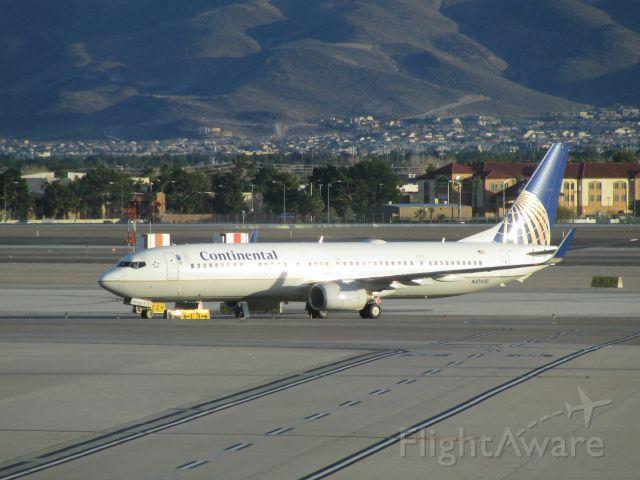 Boeing 737-800 (N37420)