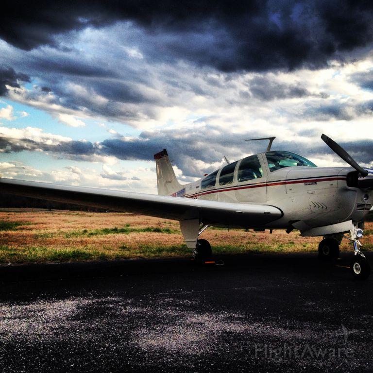 Beechcraft Bonanza (33) (N3056W)
