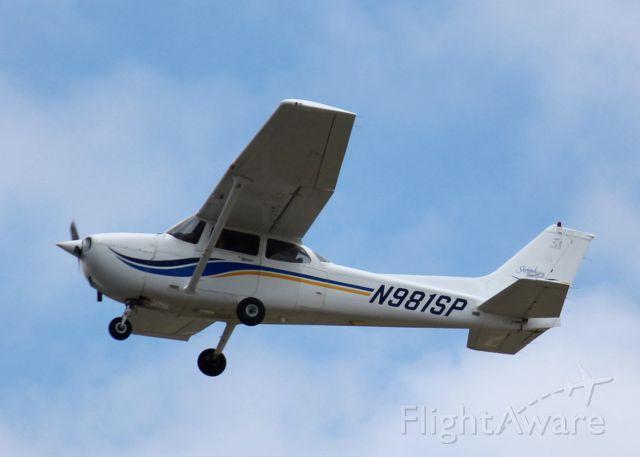 Cessna Skyhawk (N981SP) - At Downtown Shreveport.