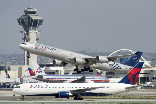 BOEING 767-300 (N127DL) - N127DL  Boeing  B767-332  DAL  KLAX  20130304  4107
