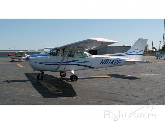 Cessna Skyhawk (N6142F)