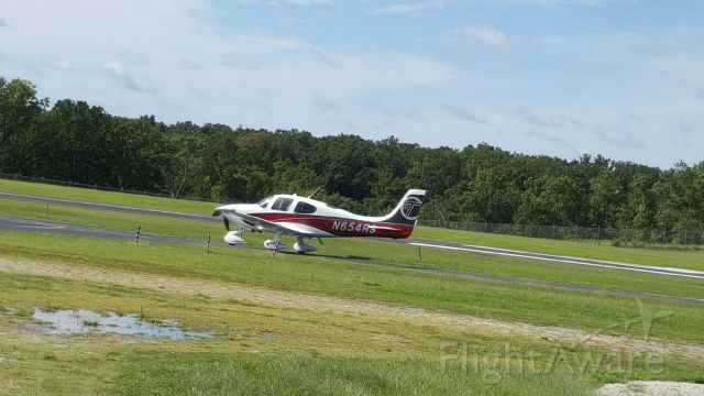 Cirrus SR-22 (N654RS) - Taxiing in for a weekend at the lakes!