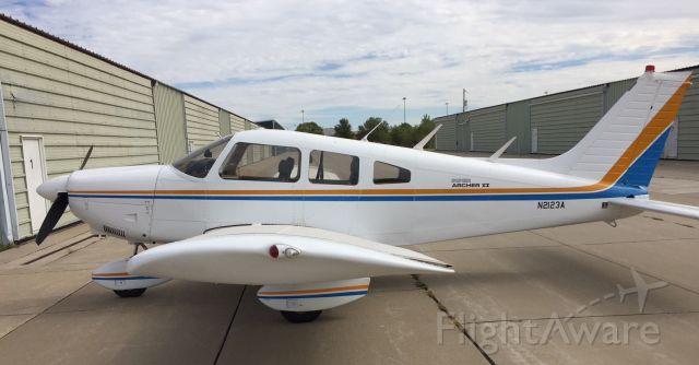 Piper Cherokee (N2123A)
