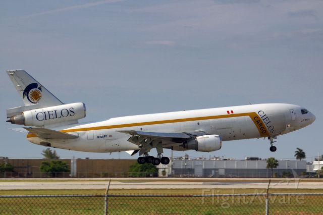 McDonnell Douglas DC-10 (N305FE)