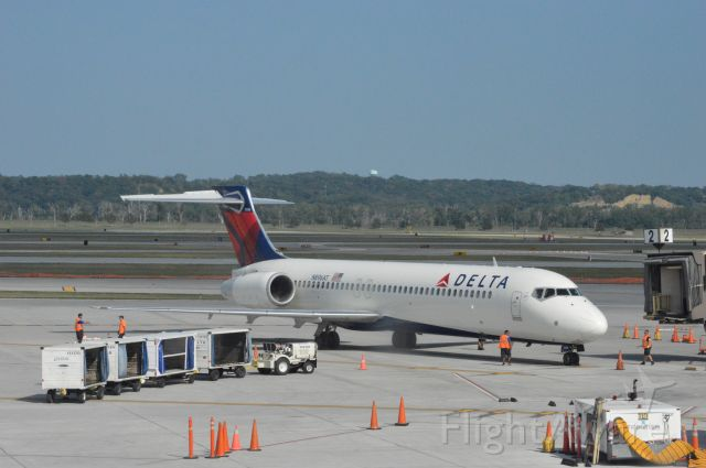 Boeing 717-200 (N896AT) - Delta 2159 arriving from Detroit Metro at 4:41 PM. CDT.  Taken August 11, 2016 with Nikon D3200 mounting 55-200mm lens.