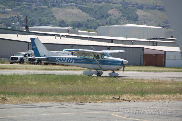 Cessna Skyhawk (N35519) - Exiting the runway
