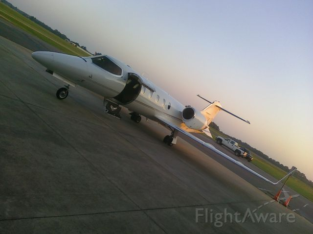 Learjet 31 (N800CK) - Waiting to launch !!