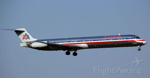 McDonnell Douglas MD-83 (N487AA)
