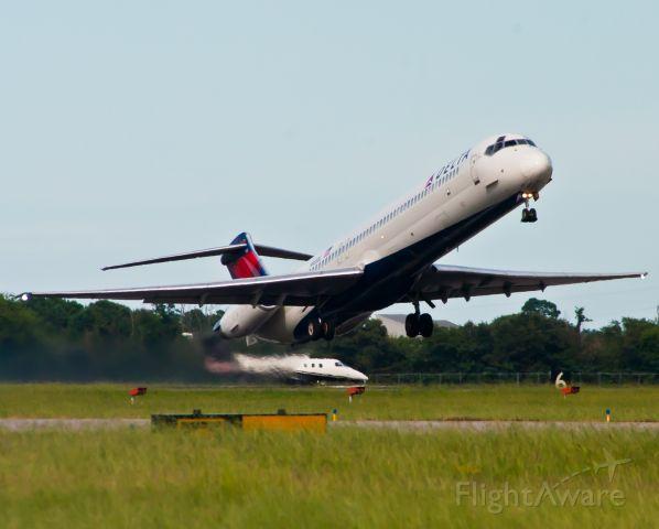 McDonnell Douglas MD-88 (N935DL)
