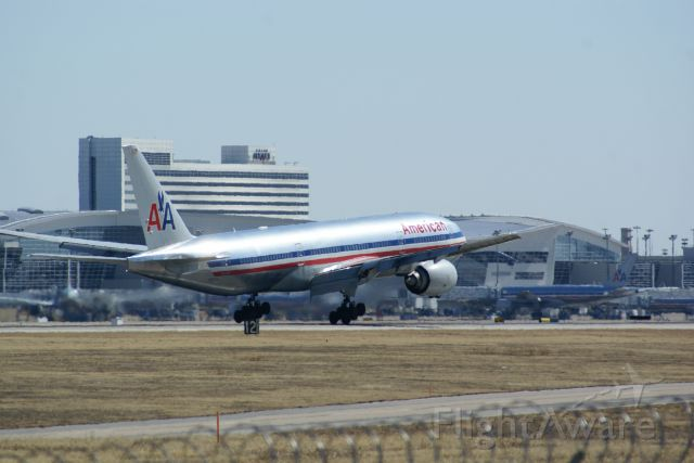 — — - American Airlines 777-200 landing at KDFW.