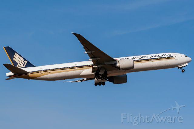 BOEING 777-300 (9V-SWG)