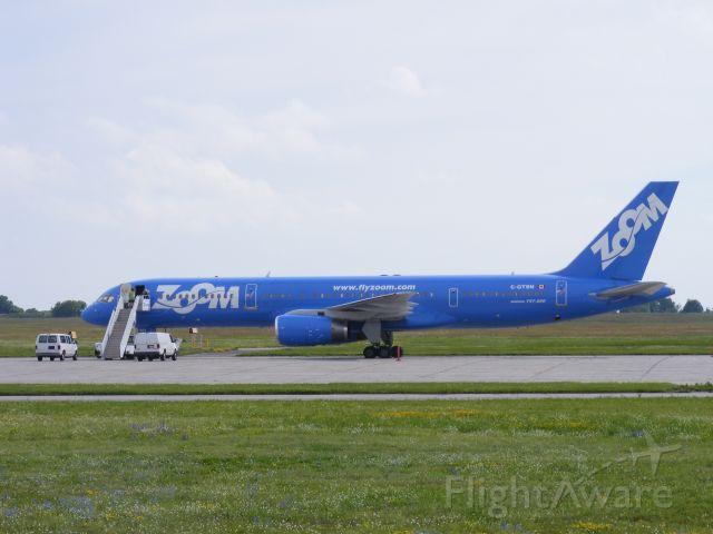 Boeing 757-200 (C-GTSN) - defunct airline