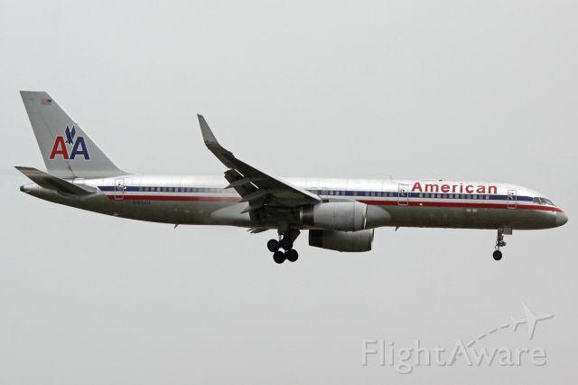 Boeing 757-200 (N185AN)