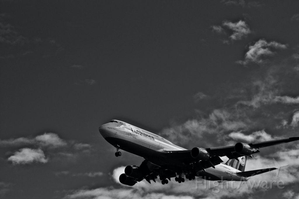 BOEING 747-8 (D-ABYF) - A Lufthansa Boeing 747-800 makes its short final approach to Newark's Liberty International Airport.