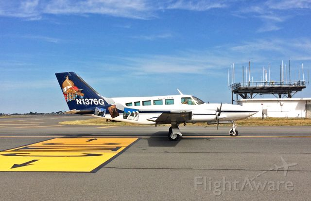 Cessna 402 (N1376G) - taxi on Mike