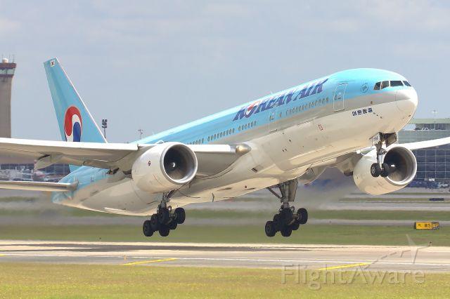 Boeing 777-200 (HL7714)