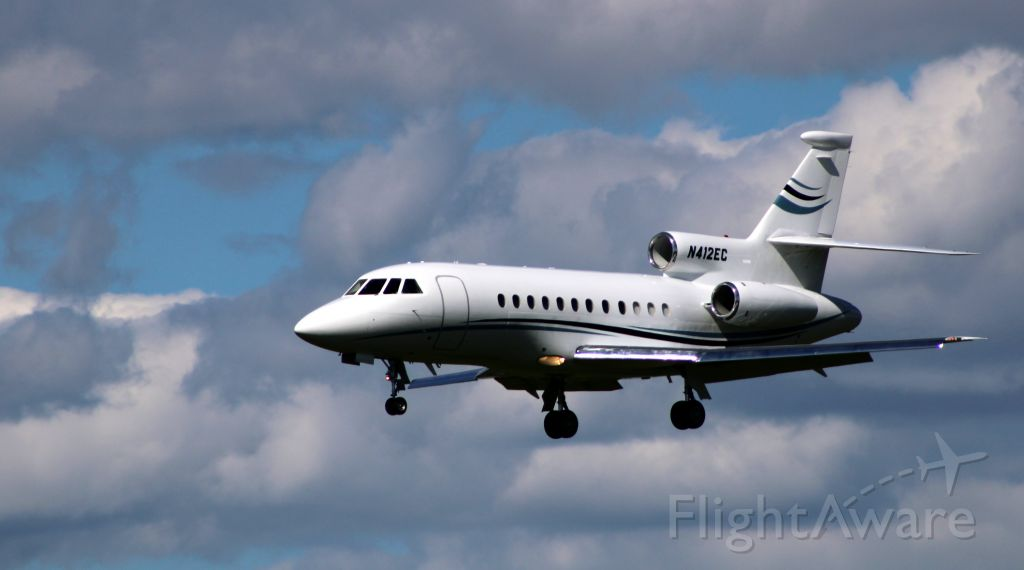 Dassault Falcon 900 (N412EC) - On final is this 2004 Dassault Falcon 900EX in the Summer of 2020.