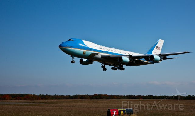 Boeing 747-200 — - Air Force One Aircraft Landing at Atlantic City. Very short final approaching the numbers. Photo taken from hold short line at RW 31.