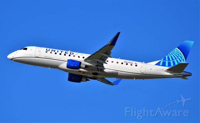 Embraer 175 (N609UX)