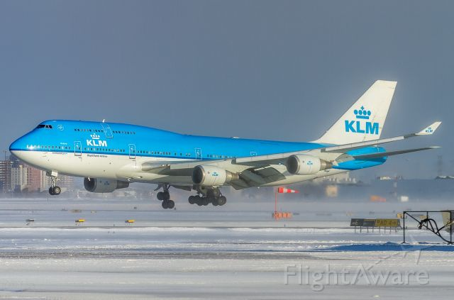 Boeing 747-400 (PH-BFU) - KLM 31 Heavy about to touch down on runway 33R at YYZ