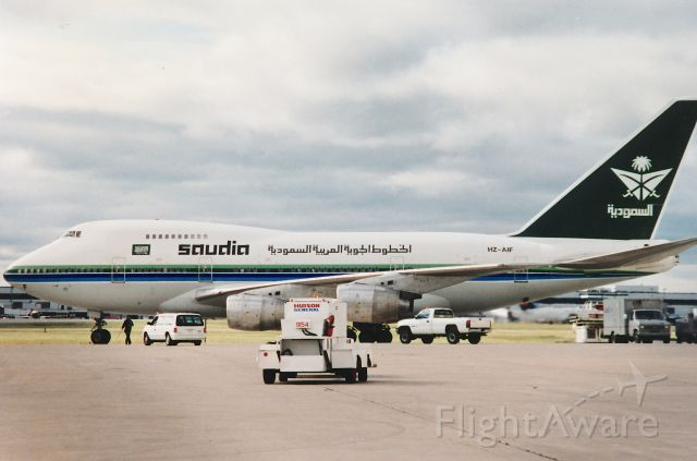 BOEING 747SP (HZ-AIF) - Flew in, dropped off pax and flew out. Late nineties.