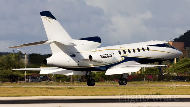 Dassault Falcon 50 (N828JF) - Seconds for touchdown.