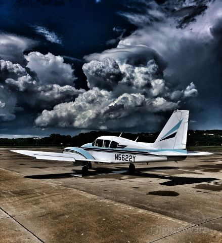 Piper Aztec (N5622Y) - Just after a thunderstorm