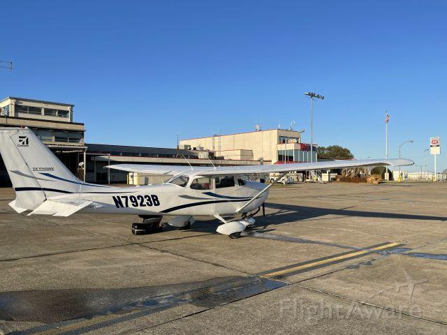 Cessna Skyhawk (N7923B)