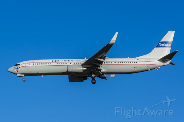 Boeing 737-900 (N75436) - Uniteds retro Continental livery on short final to runway 36L yesterday evening. (10-23-15)