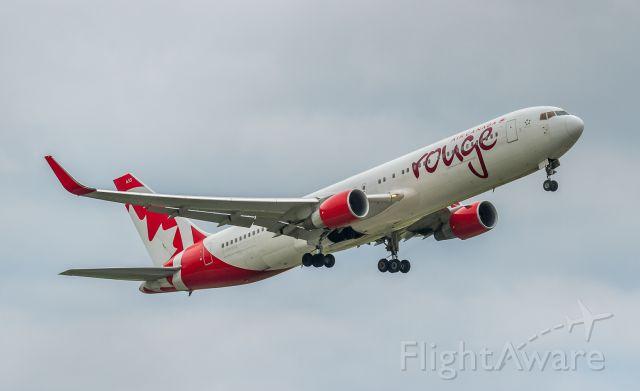 BOEING 767-300 (C-FMWU)