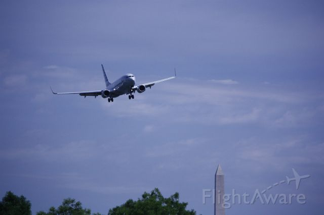 Boeing 737-800 (N963AN) - On final for Rwy 19 at KDCA