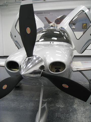 Cirrus SR-22 (N351SR)