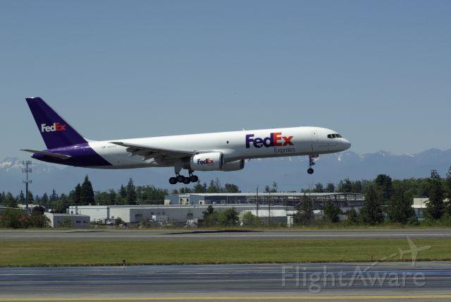 Boeing 757-200 (N901FD)
