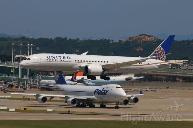 Boeing 787-9 Dreamliner (N26960) - A United 787-9 Dreamliner approaching RWY34 at RKSI from KSFO as UA892.